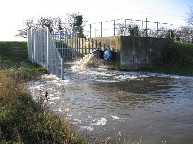 Land_Drainage_System_at_Higher_Ferry_-_geograph.org.uk_-_301547.jpg